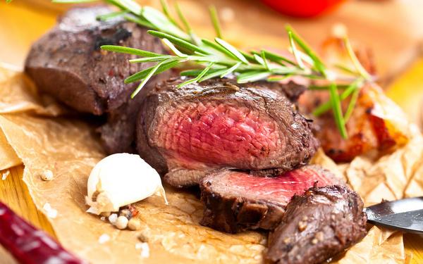 Fleischgerichte und Beilagen